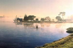 Xuan Hương Lake